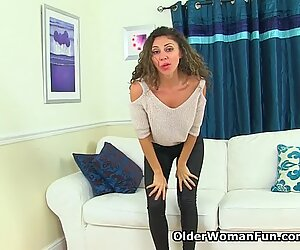 French milf Chloe will amaze you with her hairy muff