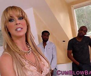 Mature slut gets bukkaked