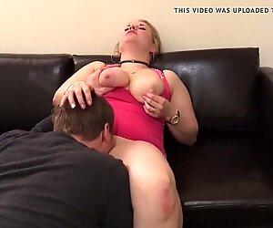 Fette, deutsche Blondine zum Orgasmus geleckt!