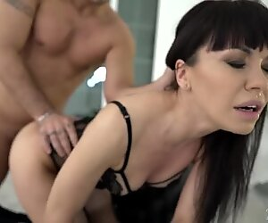 MILF Sasha Colibri gets assfucked doggystyle